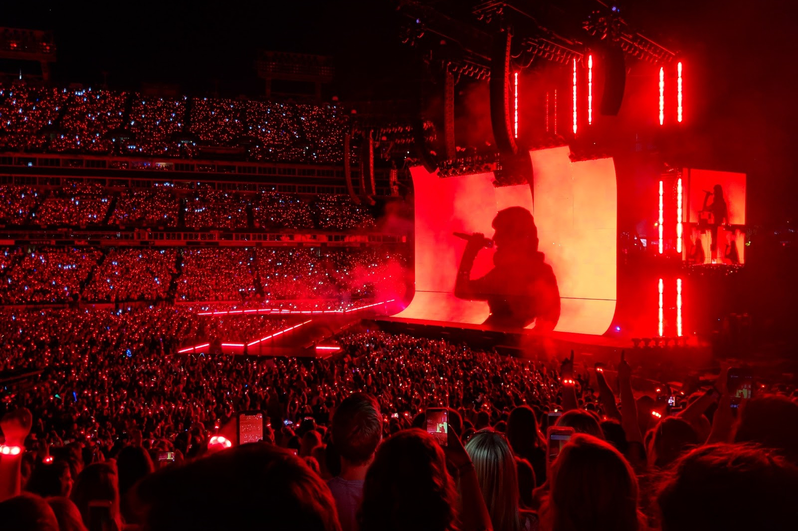 Taylor Swift Salutes Nashville, Captivates Hometown Crowd On