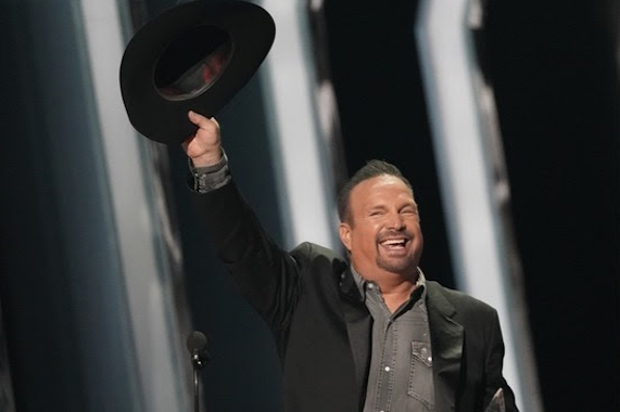 2019 CMA Awards: Garth Brooks Takes Seventh Entertainer Honor, Luke Combs, Maren Morris, Kacey Musgraves Celebrate Top Wins