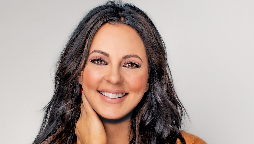 """Country Music Star Sara Evans Shares How God Gave Her a 'Special Purpose' and Faith After Near-Fatal Accident as a Child in New Book """"Born to Fly"""""""